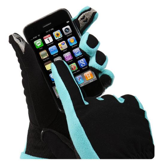 Аппаратами связи на улице, приходится постоянно снимать перчатки или для