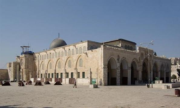 فيديو يبدو المسجد الأقصى الداخل