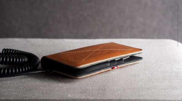 Mighty-Phone-Wallet-02
