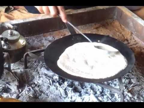 فيديو مضحك : سعودي يشرح طريقة عمل مصلية حائلية على الجمر لكن باللهجة اللبنانية