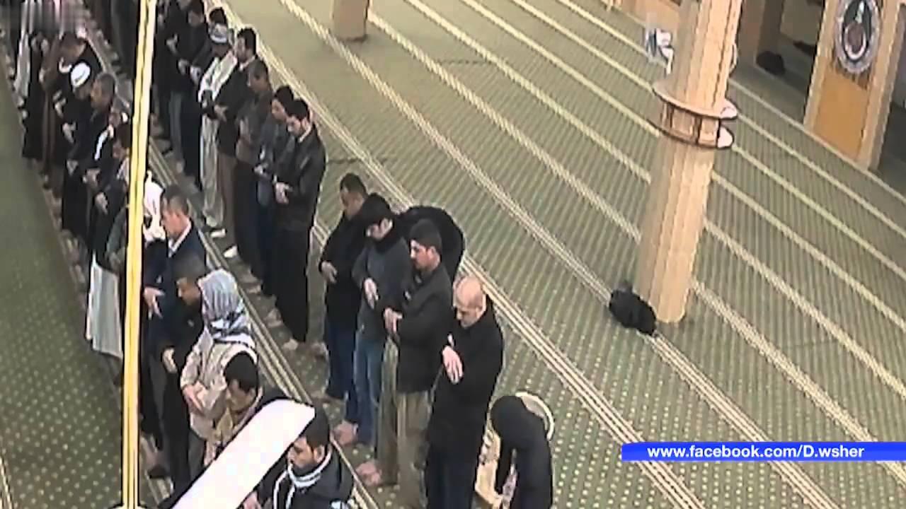 بالفيديو : لحظة وفاة مسن عراقي أثناء تأديته الصلاة في المسجد